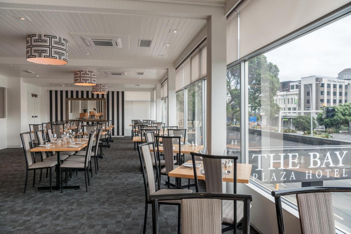 Restaurant And Bar Bay Plaza Hotel